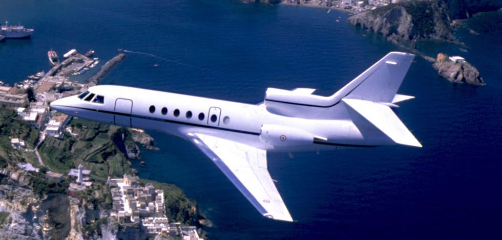 Falcon 50 in volo